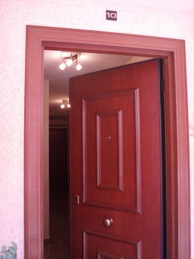 Acabado en aluminio para exterior acorazol for Puertas aluminio exterior