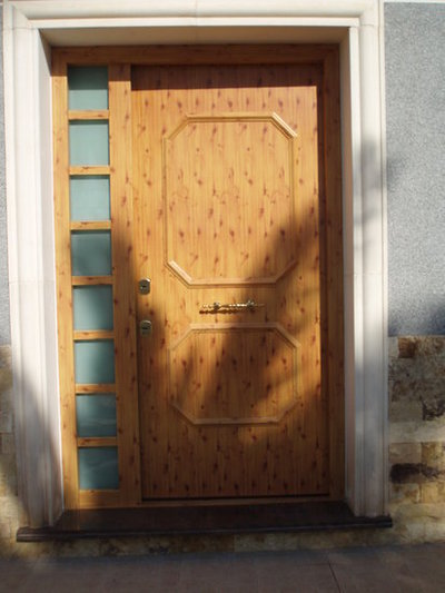 Puerta acabado en aluminio acorazol puertas - Puertas de aluminio imitacion madera ...